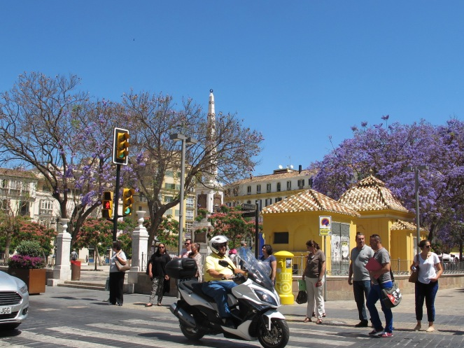 Plaza de la Merced, busy traffic - photo @SandraDanby